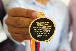 Medalla concurso robótica ESPE